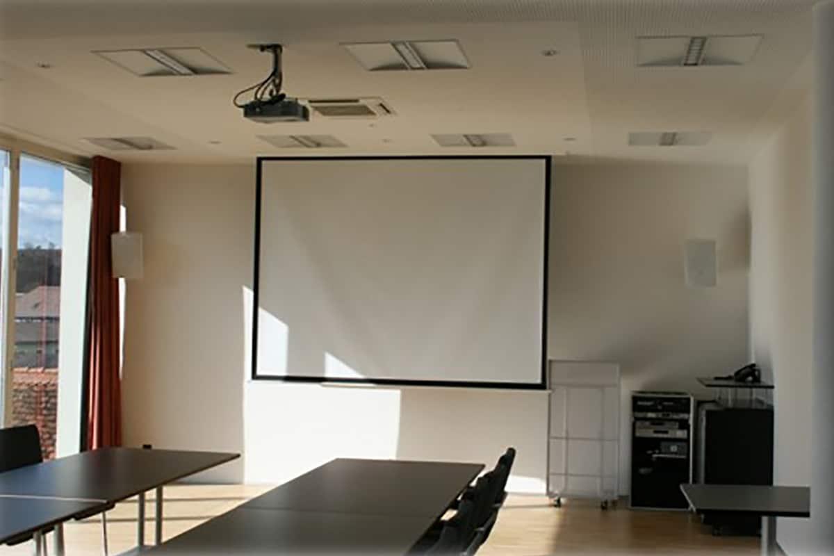 Medientechnik für Seminarräume, Professionelle Seminar- und Medientechnik, Seminarraum mit Medientechnik